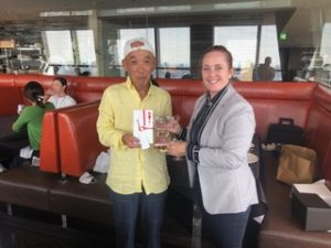 6月のチャリティーゴルフカップの優勝者、小間井さんを招いて祝賀会を行いました!